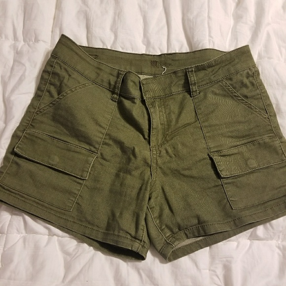 e8be425057 Kut from the Kloth Pants - Kut from the Kloth Olive Midi Shorts